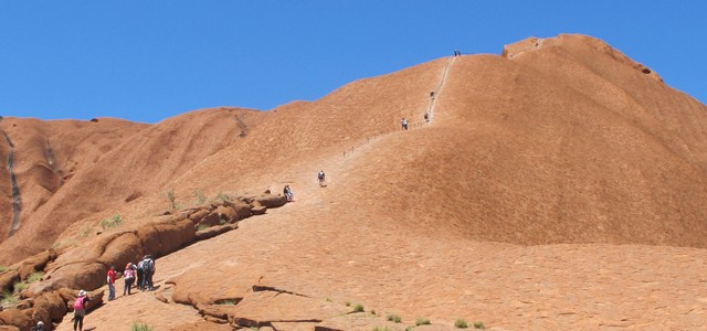 Ascension d'Uluru – Site aborigène sacré en Australie