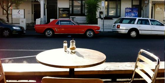 travailler comme serveur dans un café en Australie