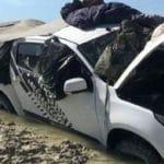 Deux australiens survivent dans leur voiture entourée de crocodiles pendant 5 jours !