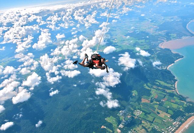 meilleurs-tours-cote-est-australie-skydive-mission-beach