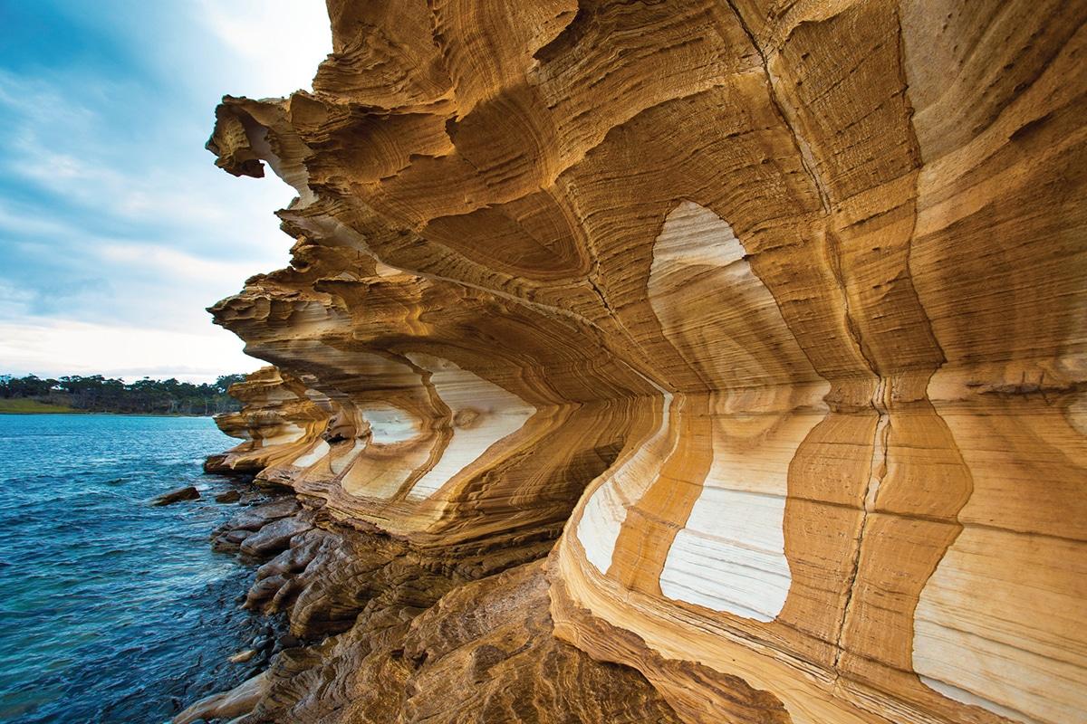 iles tasmanie maria island painted cliffs